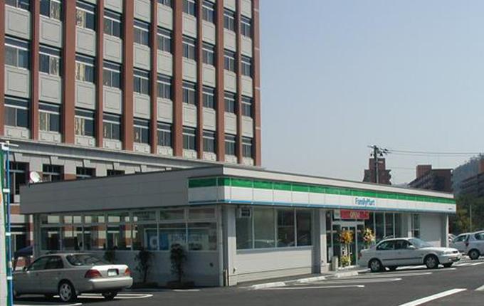 ファミリーマート国際大学店